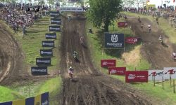 MXGP of Germany_Herlings passes Desalle after the start