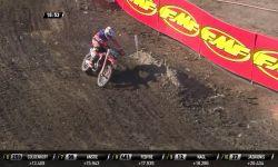 MXGP of Germany_Jeffrey Herlings passes Clement Desalle